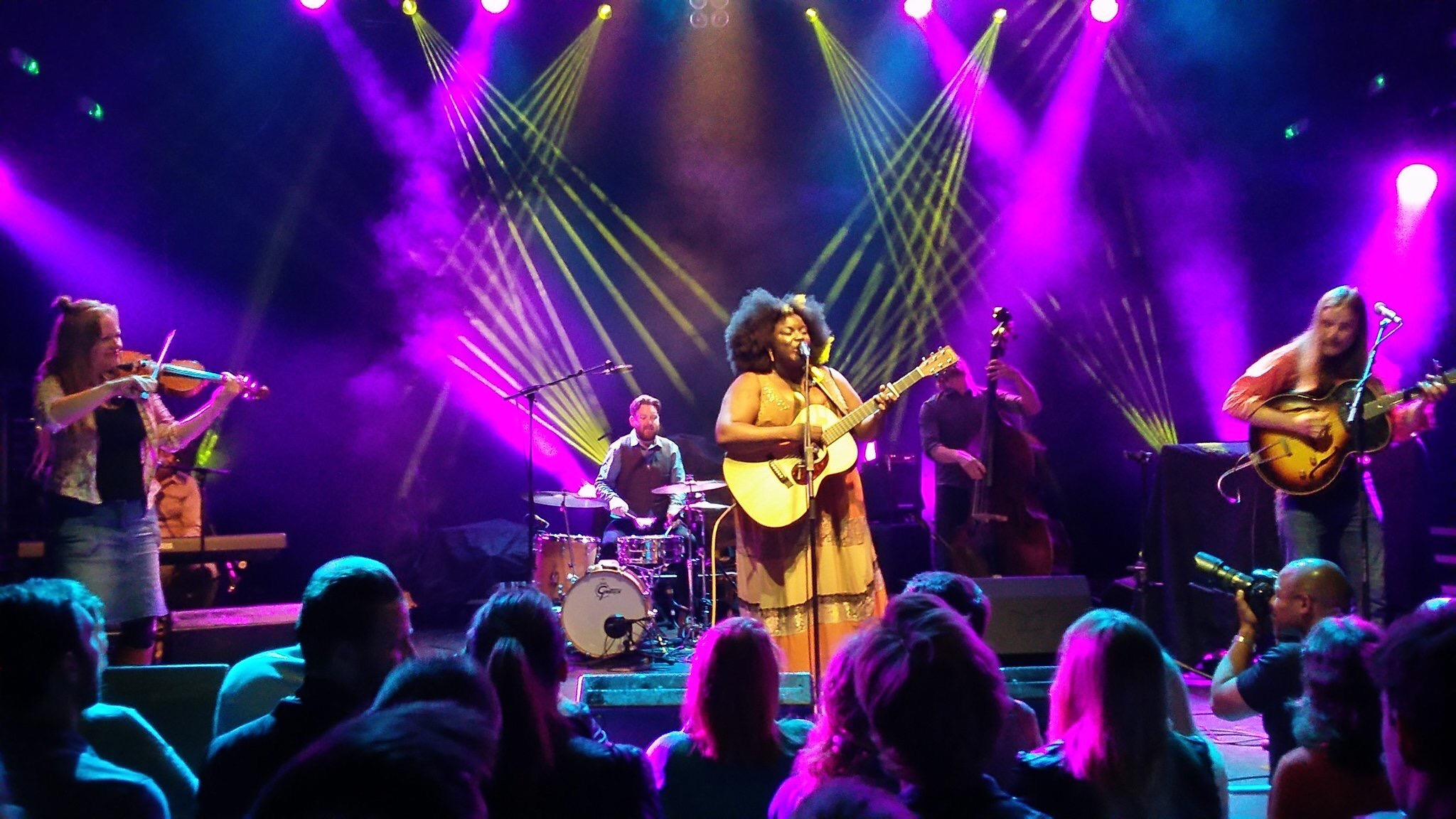 Yola Carter at Koko - with band.